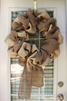 finsihed wreath without flower. Burlap wreath.