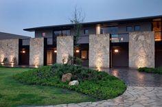 Carranza and Ruiz Modern Architecture House, Modern House Design, Architecture Design, Modern Tropical House, Casa Patio, Modern Mansion, Facade House, Exterior Design, Future House