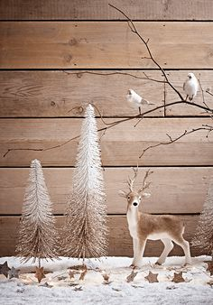 style your home with wooden christmas decorations Its Christmas Eve, Scandi Christmas, Woodland Christmas, Christmas Deer, Christmas Home, Vintage Christmas, Christmas Holidays, Christmas Crafts, Christmas Displays