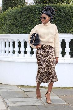 HM autumn shopping picks: Ama wearing a beige sweater leopard skirt and strappy sandals H M Outfits, Spring Outfits, Fashion Outfits, Classic Outfits, Leopard Print Skirt, How To Wear Leggings, Fur Fashion, Paris Fashion, Lace Tops