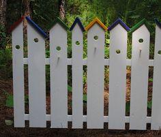 Birdhouse garden fence -