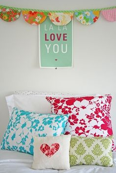 love the pillows by @Geneviève Eskenaziève Eskenaziève Lavoie