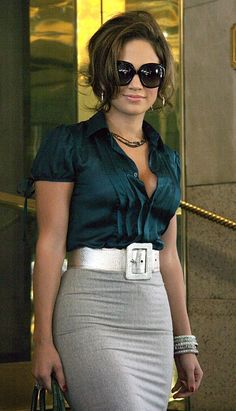 New York, Sept 2005 JENNIFER LOPEZ leaving her hotel to attend the Regis & Kelly show. This 2008 outfit is a comeback or a build off for 2019 J Lo Fashion, Look Fashion, Womens Fashion, Mode Outfits, Chic Outfits, Fashion Outfits, Jw Moda, Love Her Style, Work Attire