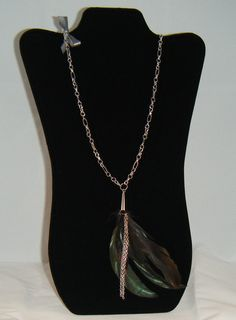 "31"" inch chain sporting a plumage of peacock feathers and small silver plated chains at the end. A mini gray bow on the side, to complete the package. Open season, let's dance."