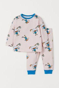 Pyjamas med tryck - Ljusrosa/Pippi Långstrump - BARN | H&M SE 1 Bell Sleeves, Bell Sleeve Top, Pyjamas, Barn, Sweatshirts, Sweaters, Fashion, La Mode, Moda
