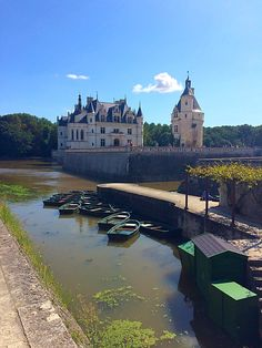 Chateau de Chenonceau! A Cinderella castle once a royal residence with gardens straight out of Alice in wonderland and the queen of hearts garden. So beautiful !