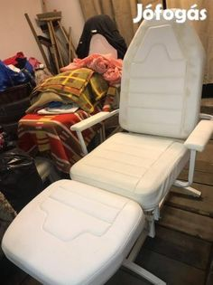 Kínál Kozmetikai szék: Kozmetika székek 2db. Bucsányi bútor. Minőségi székek. A bőr nem koszos ez sajnos a termék hibája, mind ilyen, de ettől függetlenül szép megkímélt állapotban van. Új ára 102.000 volt. Az ár darabár. A kettő együtt picit alkuképes Helyileg Székesfehérvár. Chair, Furniture, Home Decor, Decoration Home, Room Decor, Home Furnishings, Stool, Home Interior Design, Chairs