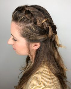 27 Easy DIY Date Night Hairstyles The man of your dreams finally asked you on a date, and now you're not only freaking out about your outfit, but your hair as. Date Hairstyles, Going Out Hairstyles, Night Hairstyles, Hairstyle Ideas, Kool Aid Hair Dye, Date Night Hair, Hair Upstyles, Barrettes, Bandeau