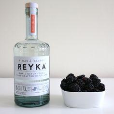 Homemade Blackberry Infused Vodka /// Blackberry Crush Cocktail