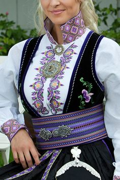Beltestakk Viking Clothing, Folk Clothing, Scandinavian Embroidery, Culture Clothing, Frozen Costume, Ethnic Design, Folk Costume, Summer Outfits Women, Ethnic Fashion