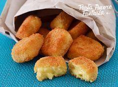 La crema fritta è una ricetta tipica italiana ed è davvero particolare perché si contrappone il dolce della crema al neutro della panatura.
