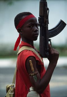 A young soldier with the NPFL (National Patriotic Front of Liberia) rebels in Monrovia, Liberia. African Tribes, African Men, African History, Africa Art, West Africa, Hannah Höch, Patrick Roberts, Tribal Warrior, War Photography
