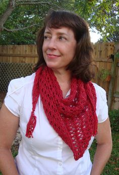 blogathon lace triangle scarf knit pattern - love the Tassles - lots more free patterns on this site and more.