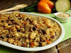 Questa insalata di quinoa con verdure e pollo è un delizioso primo piatto, talmente ricco che lo si può servire anche come piatto unico! Ottimo!