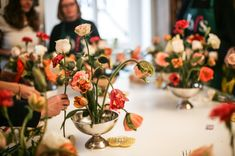Teaching flora centerpiece bouquets at the Berlin Flower School.