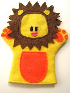 Virtage Gets Crafty: Summer Project wild animal felt hand puppets Mais Felt Puppets, Glove Puppets, Puppets For Kids, Felt Finger Puppets, Hand Puppets, Baby Crafts, Felt Crafts, Crafts For Kids, Puppet Patterns