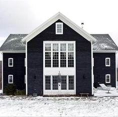 barn to house conversion. Ooh, I really, really want to live in a black barn converted to a house. (In the country, of course:) Houses Architecture, Architecture Design, Installation Architecture, Exterior Colors, Exterior Paint, Exterior Design, Modern Barn, Modern Farmhouse, Modern Colonial