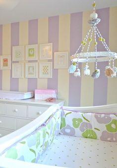Обои для детской комнаты девочки (44 фото) : как сохранить детство и подчеркнуть стиль http://happymodern.ru/oboi-dlya-detskoj-komnaty-devochki-44-foto-kak-soxranit-detstvo-i-podcherknut-stil/ Фото 7 - Виниловые обои в комнате для девочки