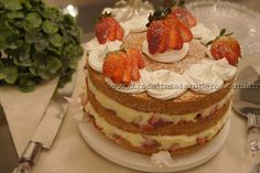Bolo Naked Cake de morango com creme | Receitas e Temperos