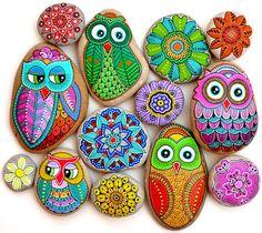 Painted owls by sehnaz bac painted rocks owls, owl rocks, pebble ston Pebble Painting, Pebble Art, Stone Painting, Rock Painting, Caillou Roche, Art Rupestre, Art Pierre, Owl Rocks, Hand Painted Rocks