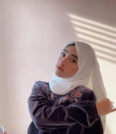 Shirin Al Athrus ( Casual Hijab Outfit, Ootd Hijab, Girl Hijab, Muslim Fashion, Hijab Fashion, Muslim Hijab, Beautiful Hijab, Girls Dpz, Cute Girls