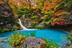 Un río turquesa en Navarra, España (Urederra) Llegamos hasta España para conocer un río de corto recorrido y gran belleza. Se llama río Urederra y significa agua hermosa. Nace en el Parque Natural Urbasa Andía dentro de Navarra, y recorre apenas...