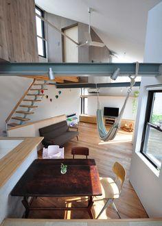 Small house with floating Treehouse|yuki miyamoto architect