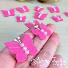 White Butterfly Hair clips for girls Butterfly felt hair - Salvabrani Felt Diy, Felt Crafts, Fabric Crafts, Sewing Crafts, Diy And Crafts, Crafts For Kids, Paper Crafts, Butterfly Felt, Butterfly Crafts