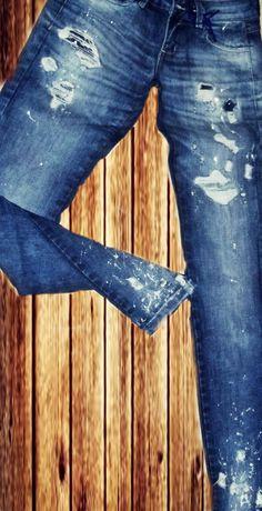 Peça desenvolvida por Canaã Customização.#modajeans #universocanaa #canaacustomizacao #jeans #customizacao #calcajeans #feminina @canaacustomizacao