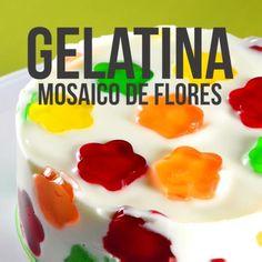 Te presentamos un postre que te va encantar, es una deliciosa gelatina mosaica de flores que te va a fascinar. Es un postre muy sabroso y que se ve espectacular. No puedes dejar de prepararlo! Mango Dessert Recipes, Gelatin Recipes, Jello Desserts, Jello Recipes, Sweet Desserts, Mexican Food Recipes, Sweet Recipes, Delicious Desserts, Yummy Food
