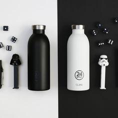 Die CLIMA Thermosflaschen 0,5 L von 24Bottles in schwarz und weiß. Die doppelwandigen Isolierflaschen aus Edelstahl. #DKLB #24Bottles #24 Bottles # Trinkflasche #Thermosflasche #Isolierflasche #CLIMA #steel #Edelstahl #Flower #Edelstahlflasche #Edelstahltrinkflasche #Designflasche #Designtrinkflasche Eco Friendly Fashion, Ethical Brands, Water Bottle, Office, Zero Waste, Studio, Design, Travel, Food