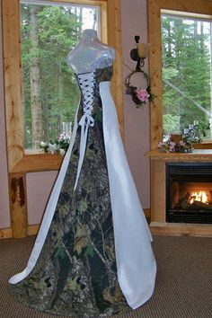Hahahaha!! Camo wedding dress! I LOVE THIS! Haha for my redneck wedding!! Hahaha!!