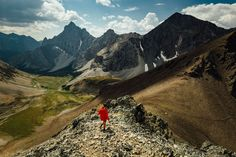 Are you looking for inspiration for your next day hike in the Canadian Rockies? See my ten favorite day hikes across Canada's most scenic national parks. Mountain Hiking, Go Hiking, Hiking Trails, Canadian Travel, Canadian Rockies, Hiking Photography, Day Hike, Travel Pictures, The Great Outdoors