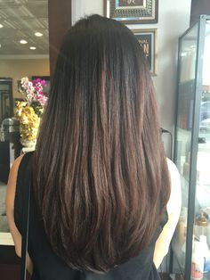 Long layered hair with U shape