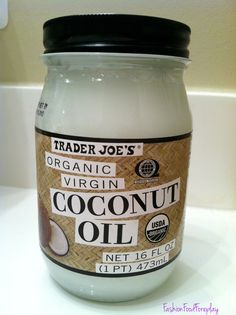 coconut oil - main ingredient in many beauty products! Learn now to make at home the famous face and body cream in the world! STOP SPENDING YOUR MONEY USELESS!