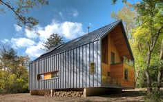 Metal Siding House Pictures The Matchbox By Bureau For Architecture And Images Exterior Houses Vertical Modern House Cladding, Wood Cladding, Residential Architecture, Architecture Design, Installation Architecture, Architecture Interiors, Garage Studio, Metal Siding, Modern Architects