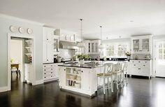 amazing hamptons style kitchen, love it.