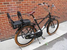 Dutch Bike Co's Workcycles Fr8 Cross with 2 GMG 911 kid seats