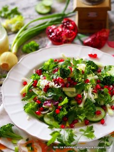 Green salad with pomegranate. Detox day Food And Drinks, Green salad with pomegranate. Green Diet, Detox Day, Food Categories, Seaweed Salad, Caprese Salad, Pomegranate, Salad Recipes, Clean Eating, Food And Drink