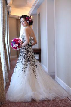 キャロリーナヘレラ[Carolina Herrera]のドレス 黒いアネモネの刺繍 名前はEVAだそうです