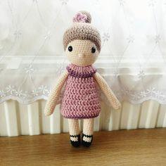 All done   #teddybear #crochet #maternity #pregnant #nurserydecor #nursery #doll #amigurumi #toy #haken #häkeln #ravelry #mycrochetdoll #babyshower #stylecraft #crochetersofinstagram #crochetlove #spring #ericaandeleanor #etsy #tiny #brown #bear #teddy #handmade #yarn #photography #newborn #newbaby #stylecraftspecialdk by ericaandeleanor