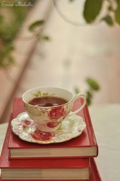 red books and tea cup. http://www.flickr.com/photos/32997215@N08/4912488135/in/faves-tirilhauan/