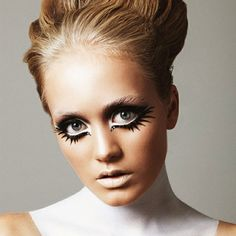 Eye Make Up Twiggy Eye Makeup For Oval Face Twiggy Eye Makeup for Adorable Eyes Look 1960s Makeup, Twiggy Makeup, Doll Makeup, Costume Makeup, Sixties Makeup, Halloween Eye Makeup, Halloween Eyes, Halloween Costumes, Pretty Halloween