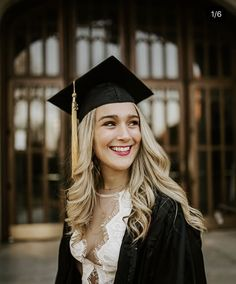 Graduation picture poses, college graduation photos, college graduation p.