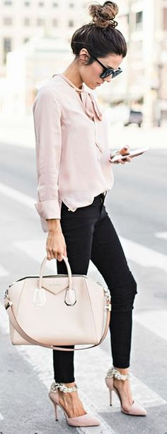 Blush loose long sleeve shirt, black skinny pants and ankle strap pointed toe heels. Beauty on High Heels #Fashion