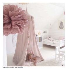 flower pouf, canopy, pear print, cream sherpa rug