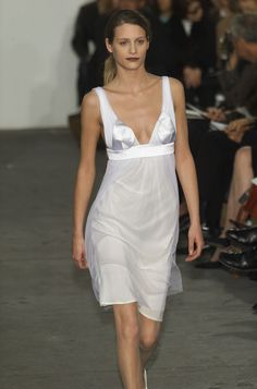 helmut lang images   Helmut Lang Fall 2001 Runway Pictures - StyleBistro