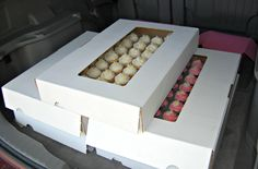 How to Transport Cupcakes. Non skid shelf liner! All you have to do is line a box with non skid and sit the cupcakes on top. No fancy equipment needed. You don't even have to have a cake box, you can use a cardboard box of any kind! Baking Business, Cake Business, Cake Decorating Tutorials, Cookie Decorating, Cupcake Carrier, Home Bakery, Bakery Shops, Cupcake Shops, Cupcake Cookies