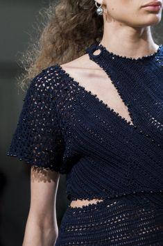 Jonathan Simkhai at New York Fashion Week Spring 2018 - Livingly Workwear Fashion, Office Fashion Women, Fashion Tips For Women, New Fashion Trends, New York Fashion, Fashion Blogs, Fashion Weeks, Fashion Fashion, Corporate Attire