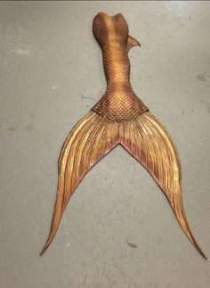 Gold Pirate Tail with Leaf Dorsal Fins